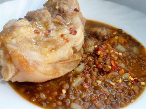 Zampe di maiale con lenticchie