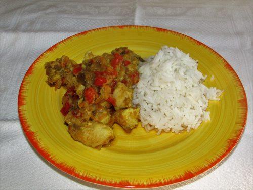 Pollo al curry con verdure e basmati