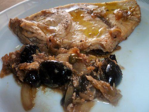 Pesce spada cipolla e olive