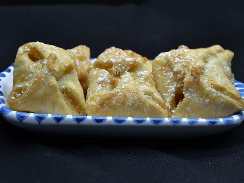 Fagottini di pasta sfoglia ripieni di mele