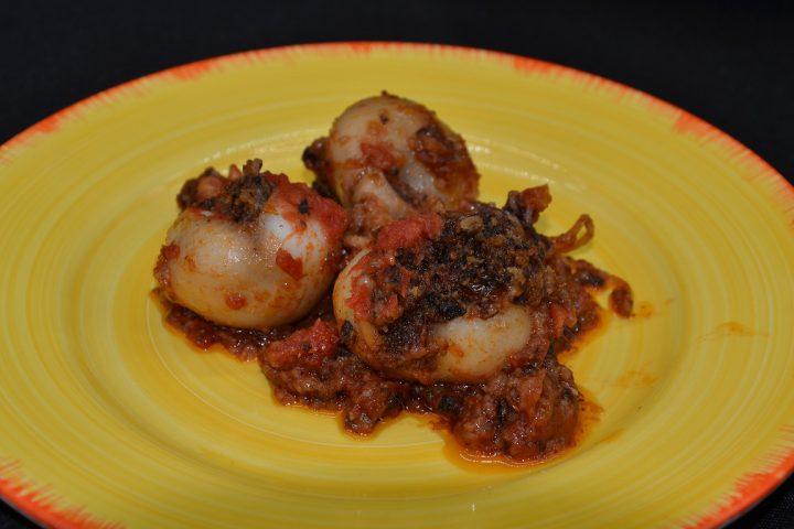 Seppioline ripiene con olive e pomodori secchi