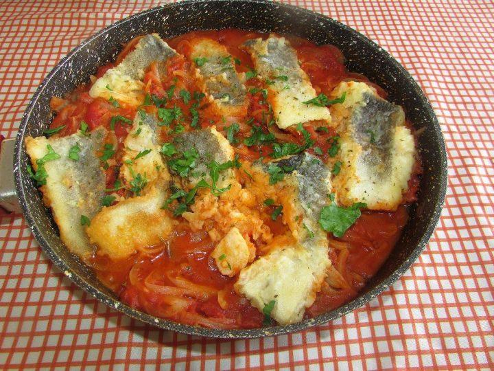 baccala-in-salsa-di-pomodoro-e-cipolle