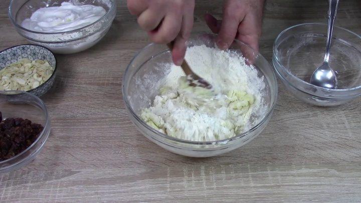 pan-dolce-con-mandorle-e-uvetta