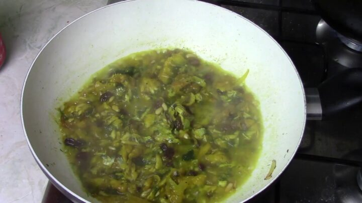 I pinoli e farli tostare per un paio di minuti
