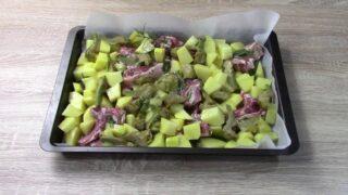 costolette-dagnello-con-patate-e-carciofi
