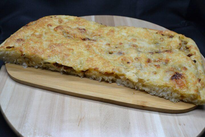 ricetta-focaccia-con-cipolla-e-pomodoro-secco