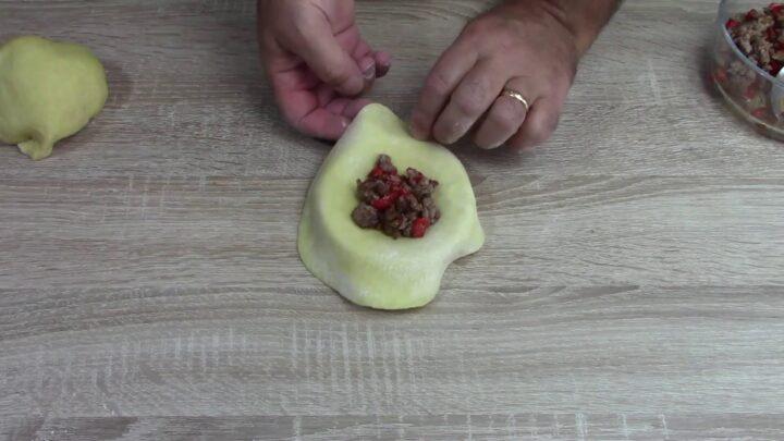 ravioli-fritti-ripieni-di-salsiccia